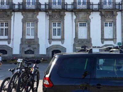 Taxí bikes no transporte de bicicleta para a Sé do Porto